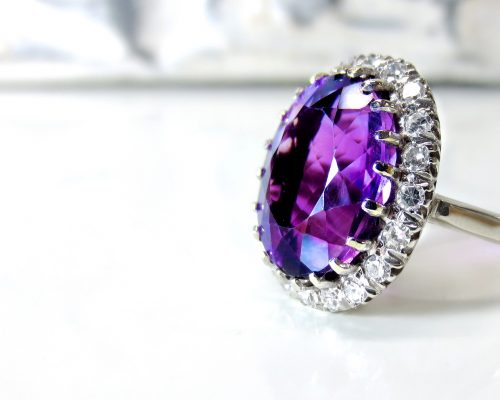 Antique Jewellery UK Buying Guide